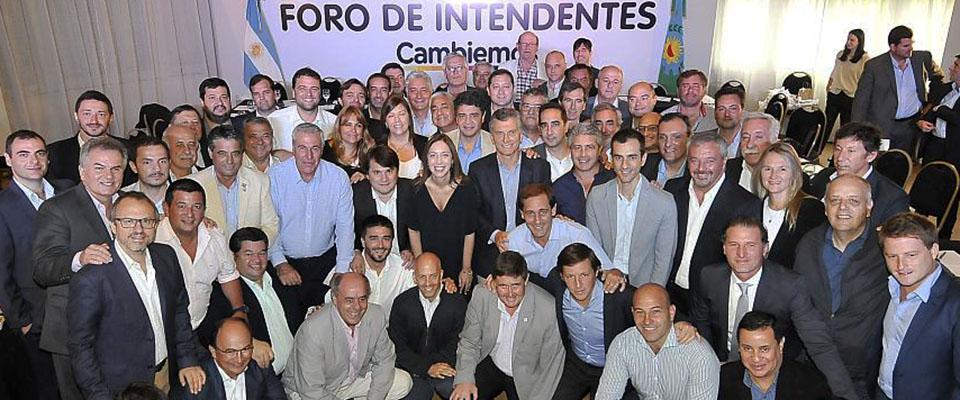 Nedela en Foro de Intendentes junto a Mauricio Macri y María Eugenia Vidal
