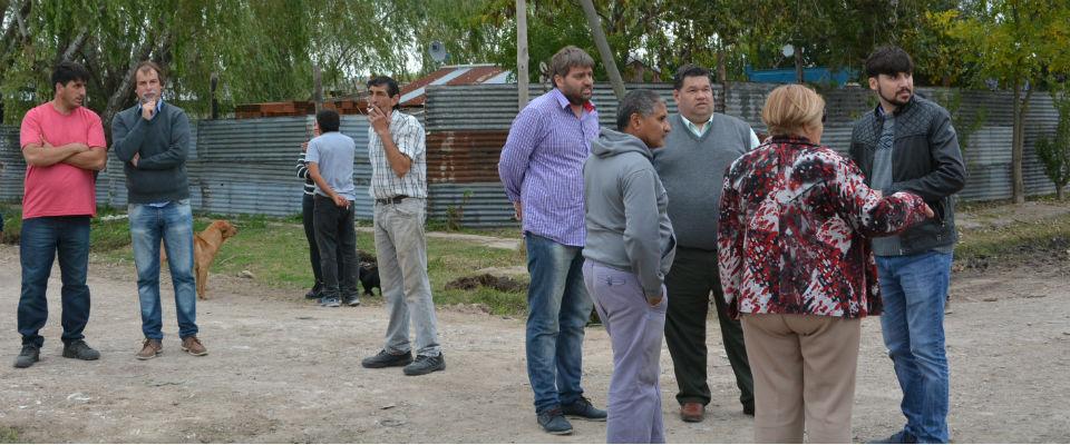 Trabajos de mejorado de calles y zanjeos en Villa Progreso