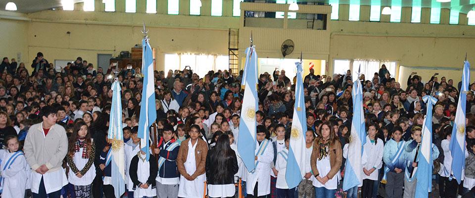Más de 600 alumnos participaron de la tradicional ceremonia de Promesa de Lealtad a la Bandera