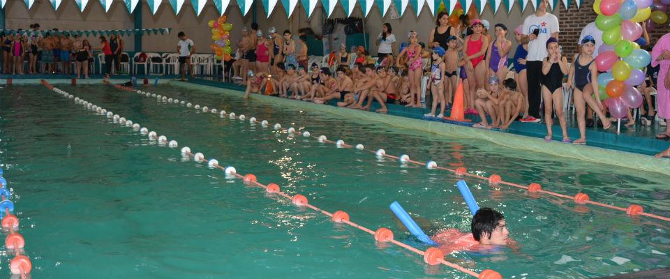 Más de 300 personas presenciaron el Torneo de Natación por el Día del Niño