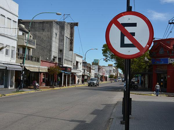Acciones informativas sobre estacionamiento y velocidades máximas en avenidas y calles