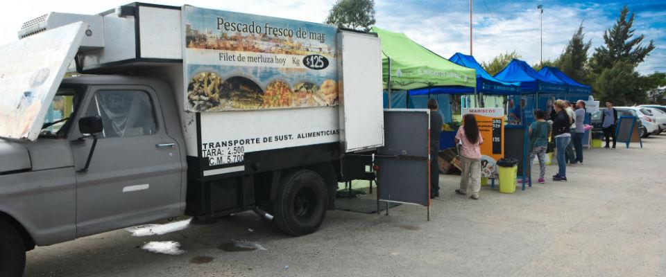 """""""El Mercado en tu barrio"""" se instaló en la Plaza 17 de Octubre y vuelve este viernes al Parque Cívico"""