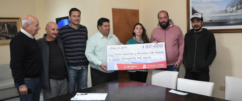 El Municipio entregó un subsidio por 50 mil pesos al Centro Deportivo y Recreativo Villa Argüello