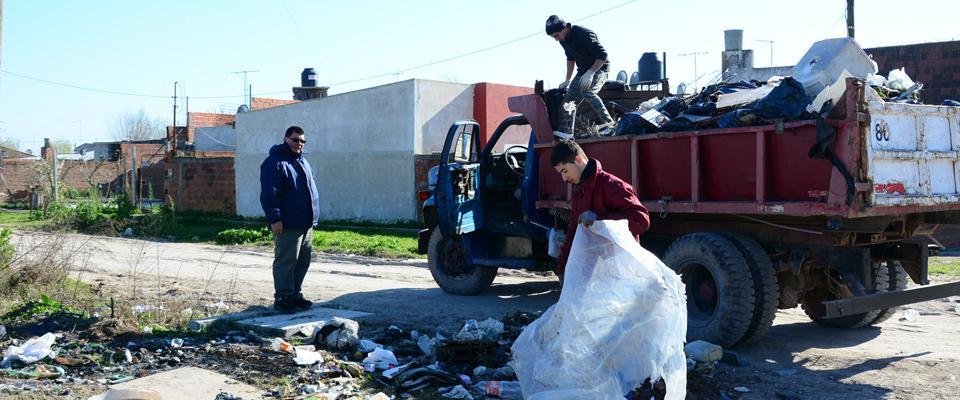 """Operativo de limpieza en el Barrio """"Los Provincianos"""""""
