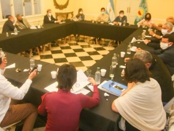 Nedela se reunió con los senadores provinciales Walter Lanaro y Lorena Petrovich